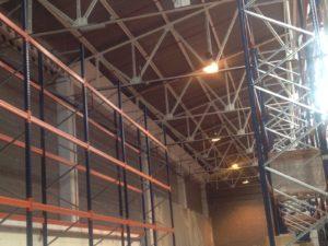 Interior de nave industrial en reforma